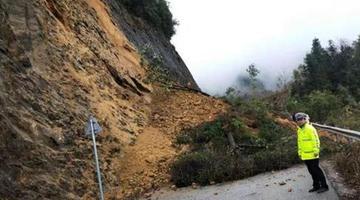 塌方约300方 兴安县道X528线交通中断