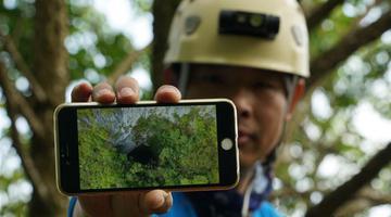 跨国探险队在广西东兰发现大型天坑