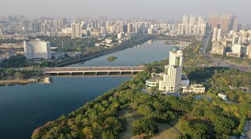南宁:初冬依旧好风貌 半城绿树半城楼