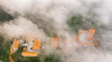 梧州云雾缭绕美如仙境