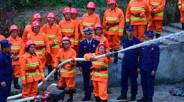 广西融水乌英苗寨有了女子志愿消防队