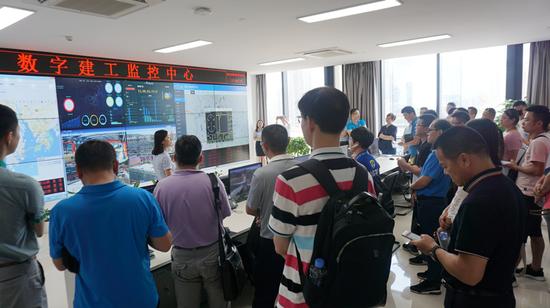 考察团考察广西建工集团智慧制造有限公司数字建工监控中心