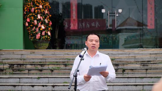 兴宁区委常委、宣传部部长、副区长李君讲话