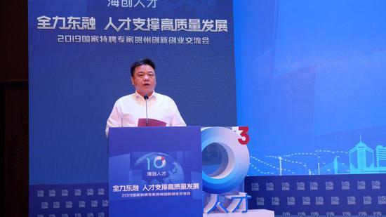 中共贺州市委副书记、市长林冠致辞