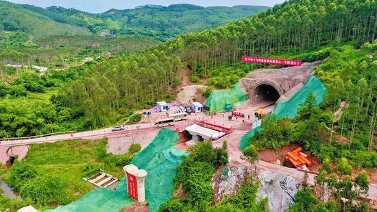 防东铁路东兴市境内隧道全部贯通 预计2021年底完工