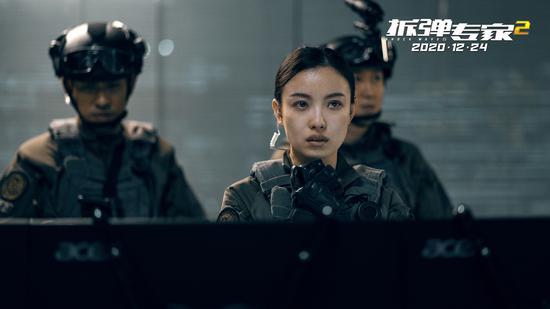 《拆弹专家2》倪妮首演警察