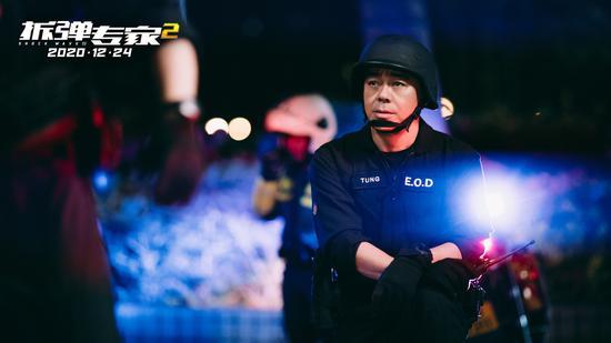 《拆弹专家2》刘青云饰演拆弹专家,与刘德华携手解决核弹危机