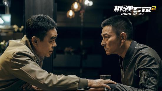 《拆弹专家2》剧照——刘青云和刘德华对手戏