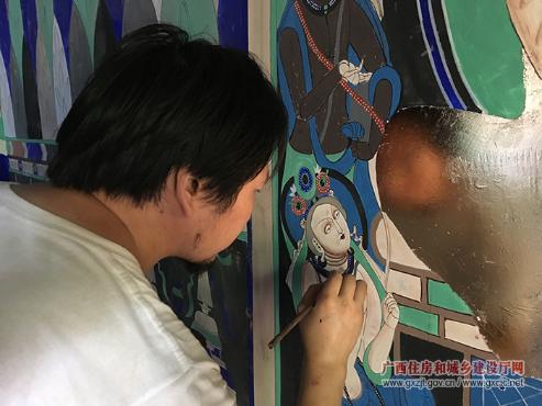 乌鲁木齐园画师正在绘制壁画