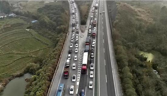 国庆假期驾车出行注意!桂柳高速这一路段在施工