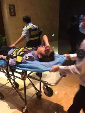 南宁男子冒充警察攻击市民 夺枪袭警
