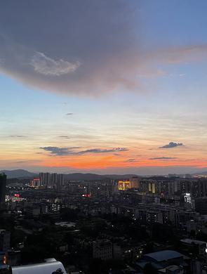 绝美晚霞扮靓贺州天空