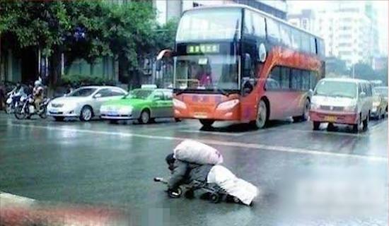 2011年,这张照片火爆网络感动南宁