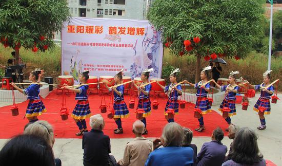 广西龙门水都景区开展重阳节敬老活动 弘扬中华传统美德