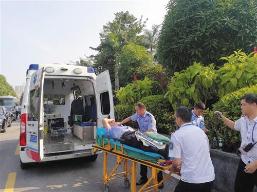 正在会场拍摄的于宏突发疾病被送医院抢救