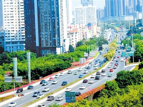 南宁市网约车数量及运力相对过剩,相关部门提醒有意跑网约车的市民谨慎入市
