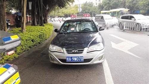 南宁交警五大队在白沙大道亭江路口查获的套牌出租车 (交警五大队供图)