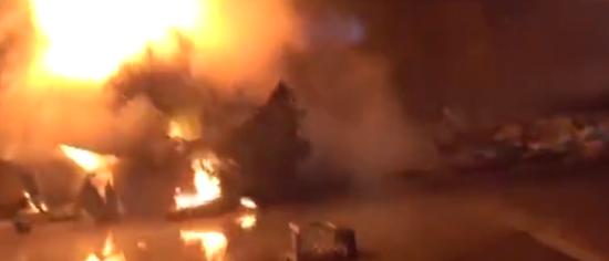 河池两辆货车相撞共造成3人死亡 其中两人葬身火海