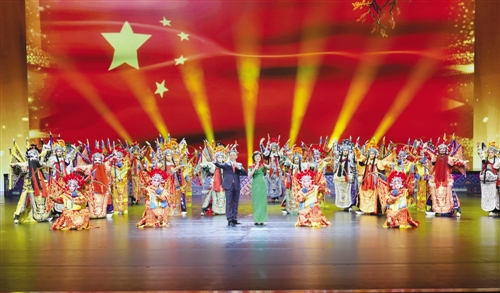 著名京剧表演艺术家于魁智、李胜素带来新创作的交响京剧《英雄梦想》