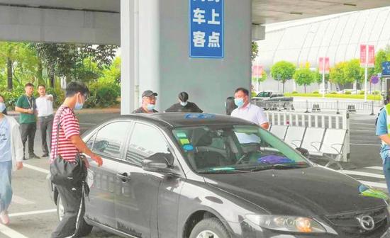 ◀网约车上客通道设在P3停车场(机场供图)
