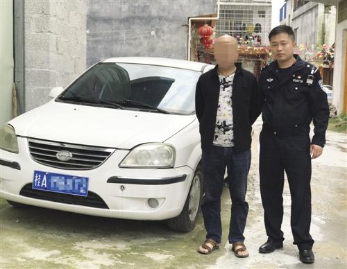 嫌疑人指认肇事车辆(宾阳县公安局交警大队提供)