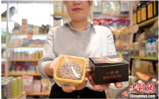 """中秋市场""""它经济"""":南宁的萌宠也拥有专属月饼了"""