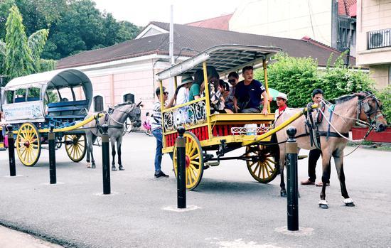 菲律宾街头马车  摄影/何小丁
