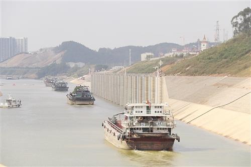 邕宁水利枢纽船闸工程进入试通航阶段(南宁交投供图)