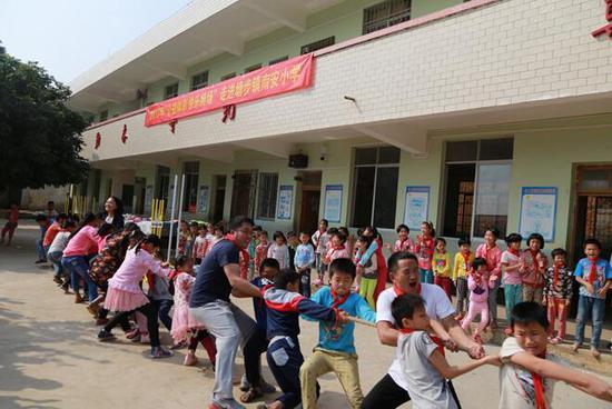 """""""公益体彩 快乐操场""""为边远贫困山区的孩子带来欢乐"""