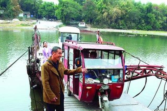 """桂林摆渡人每天在这收""""过路费"""" 一干17年"""