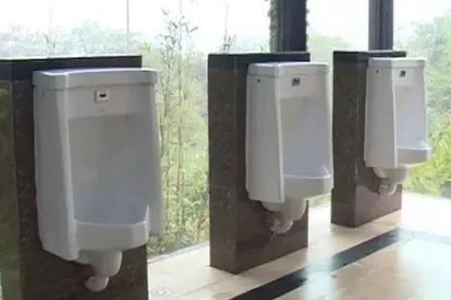 惊了!桂林这地方的男厕所居然是透明的