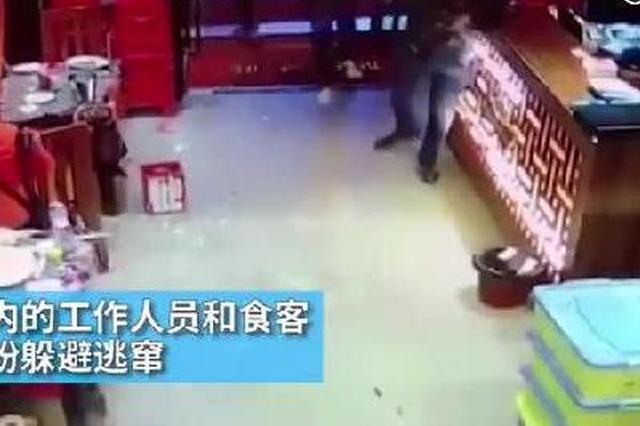 桂林:十余男子持砍刀冲入餐厅打砸 事件原因调查中