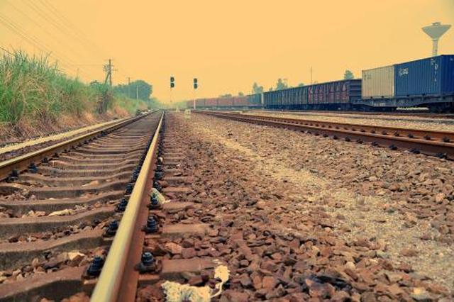 广深港高铁、深茂铁路相继开通 铁路游桂林人这样玩