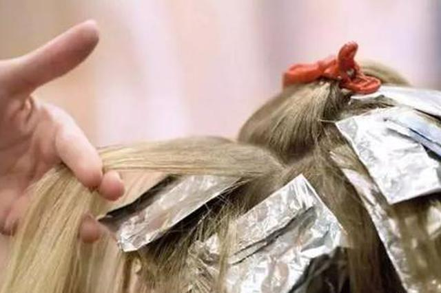 满头白发怎么办?染发危害太大 多做这几件事告别白发