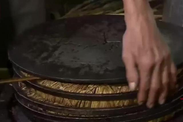 广西柳州:传统工艺古法榨茶油 手工制作地道年货