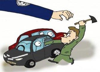 桂林:男子砸车窗盗窃 受害人一次被盗20万