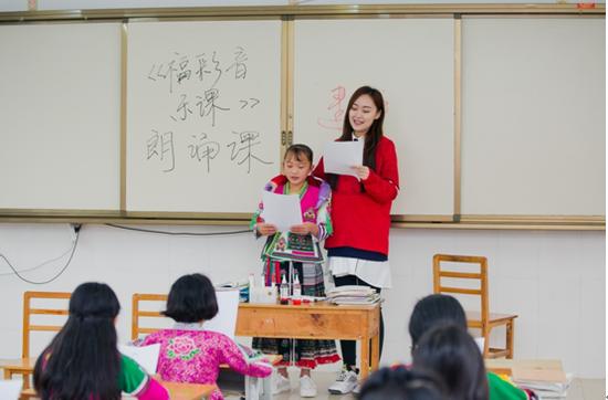 南宁广播电视台FM104.9主持人黄建平带来互动朗诵课