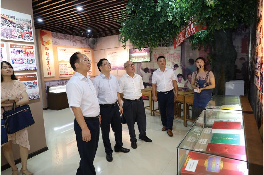 参观广西福彩文化展示馆