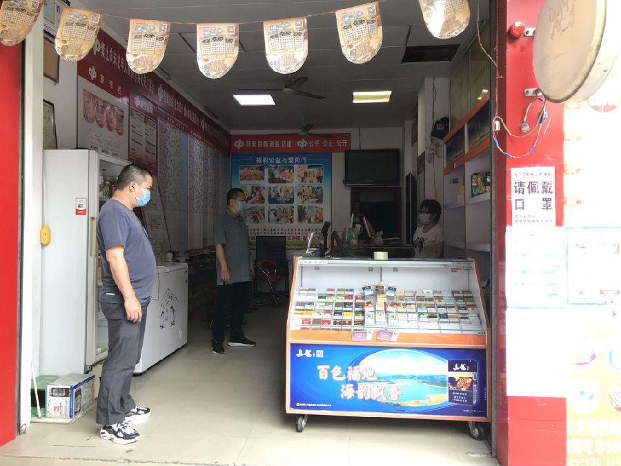 管理处(所)工作人员在复市首日走访辖区内的投注站检查疫情防控情况