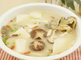 #小时间大美食# 【香菇豆腐鲫鱼汤】