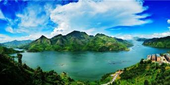 """贵州旅游业""""井喷式""""发展 1-7月4.32亿人游黔"""