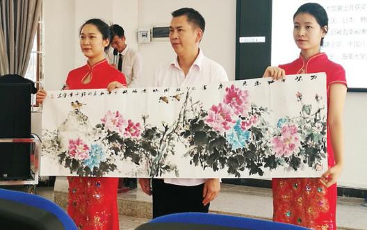 安顺:艺术家义拍作品 69万善款捐助贫困生
