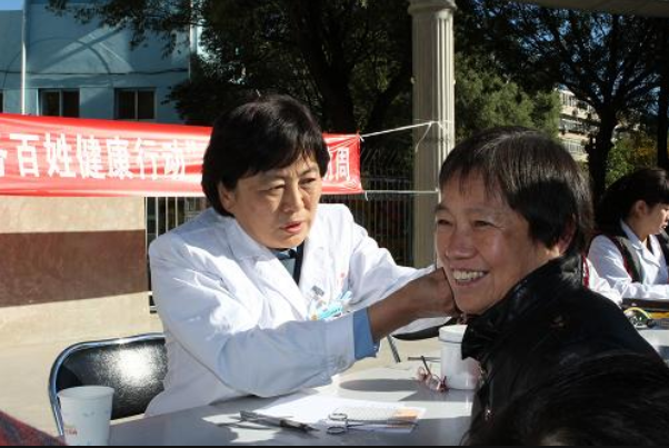 铝兴社区 志愿者健康义诊