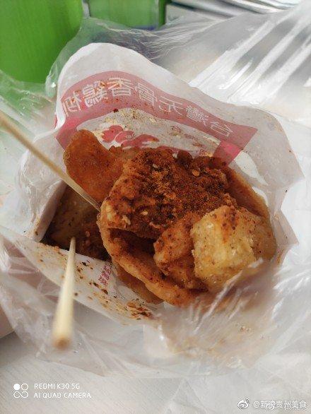 街头小吃:油炸米豆腐和油炸红薯