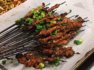 #寻味贵州美食# 【胡老六铁签烤牛肉】