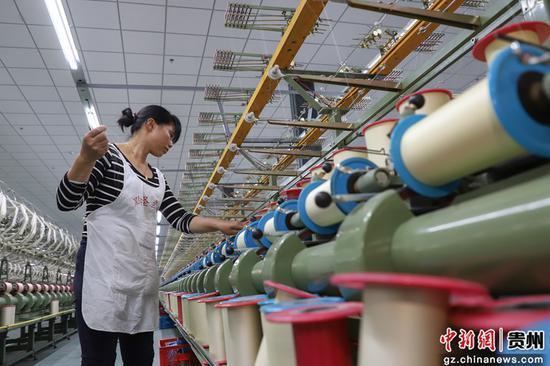 贵州独山桑蚕产业助农增收。瞿宏伦 摄