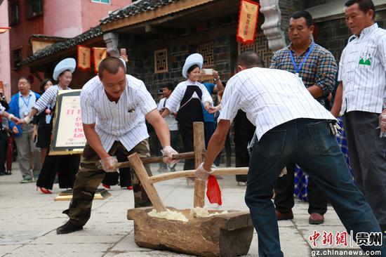 贵州贞丰特色粽子文化节。瞿宏伦 摄