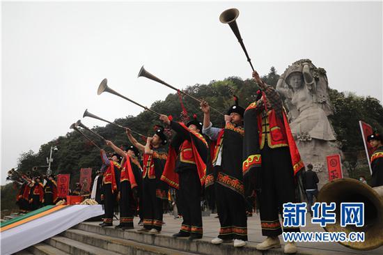 """3月28日,贵州百里杜鹃景区举行彝族""""祭花神""""活动。新华网 卢志佳 摄"""