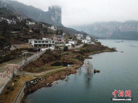 图为2月4日,航拍贵州黔西化屋村一隅。 中新社记者 瞿宏伦 摄