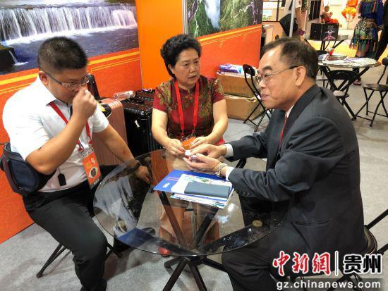 贵州省代表团与台方业界进行交流洽谈。